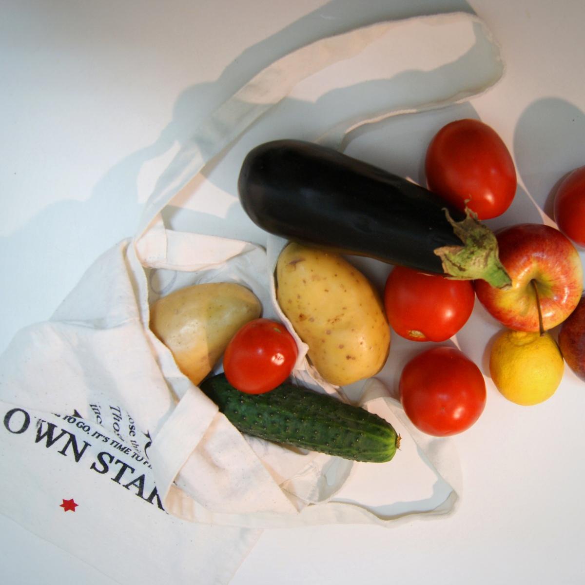 La fruta sin bolsas.